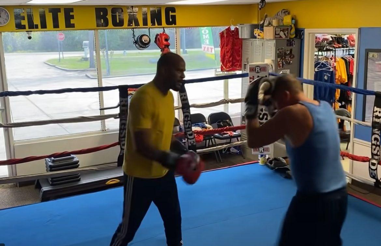 ВИДЕО: Когато се заяждаш с тренера в боксовата зала