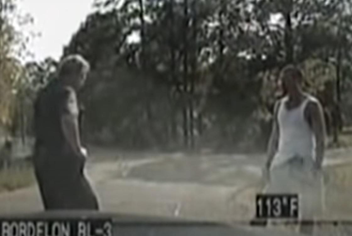 ВИДЕО: Избягал затворник убеждава полицай, че тича за здраве