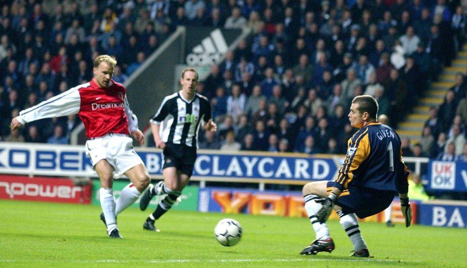 Как Бергкамп вкара гол №1 в историята на Висшата лига