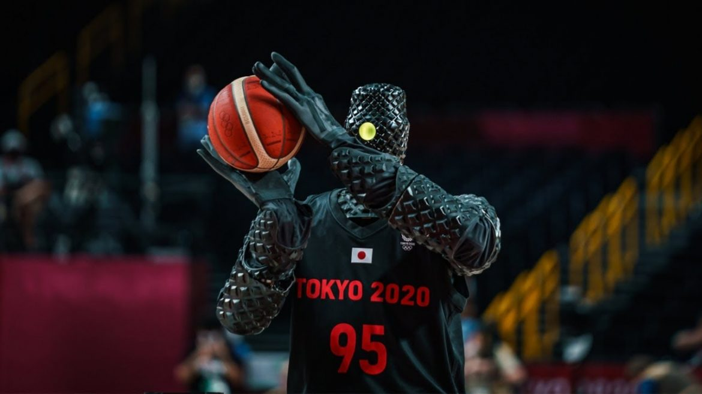 На Игрите в Токио: Робот вкарва кош от средата на баскетболното игрище (ВИДЕО)