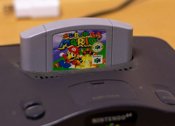 "Рекорд: Продадоха неразопакована ""Супер Марио 64"" за $1,56 млн."