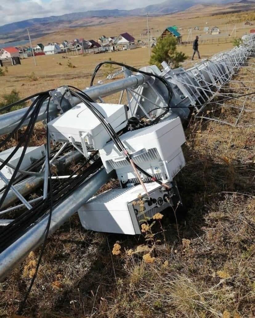 Руски селяни бутнаха 5G антена с трактор